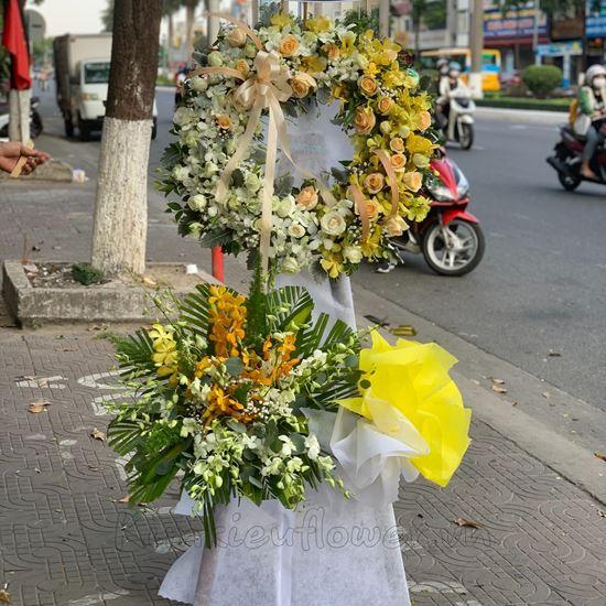 Vòng hoa hồng trắng, lan vàng - KV72