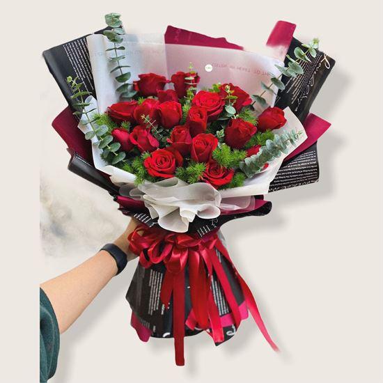 Bó hoa hồng đỏ, giấy đen đỏ - HB169